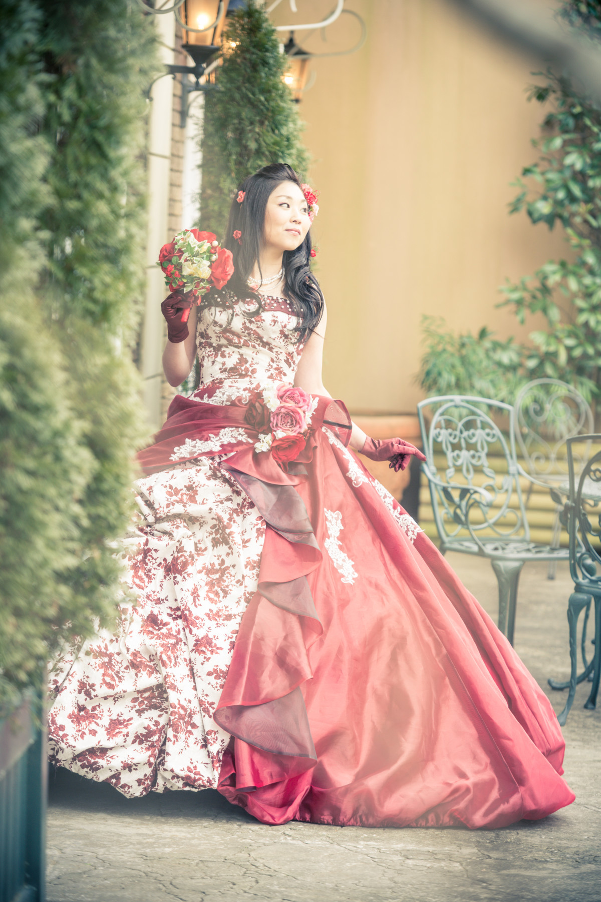 Regal red rose wedding dress — Photo by PIC WEDDING PHOTO(三村正人)