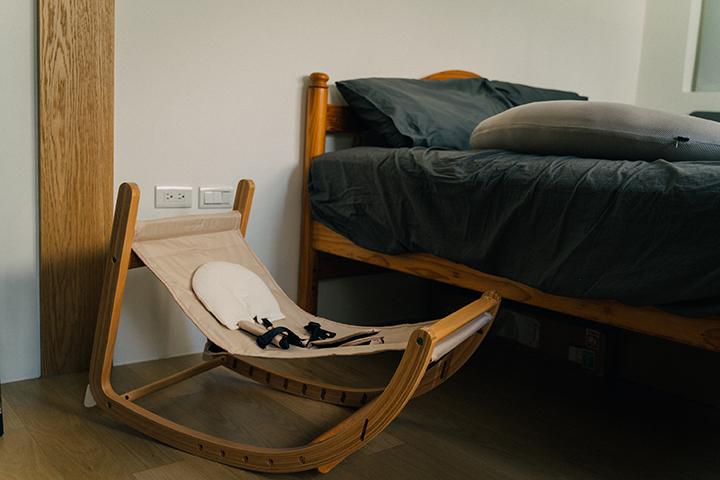 宅宅太太的日常 @msninitsai | farska實木陪伴成長椅: 搖椅模式