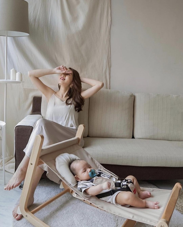 質感空姐媽咪Abby @abbyabbycheng | farska實木陪伴成長椅: 搖椅模式