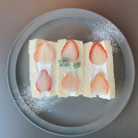 京都のイチゴフルーツサンド