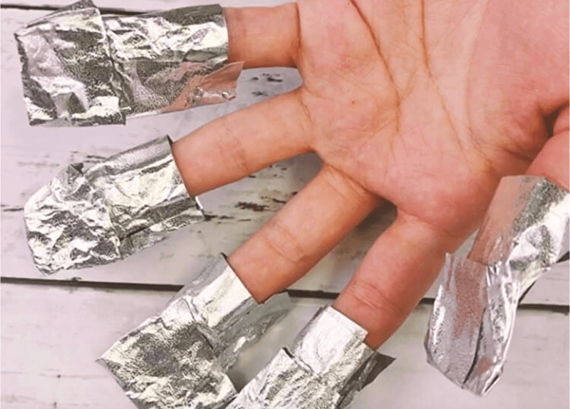 指にアルミホイルを巻く