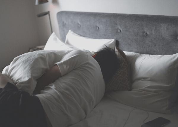 男性ベッド