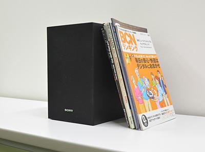 サブウーファーはA4雑誌とほぼ同じ高さ、奥行きだ