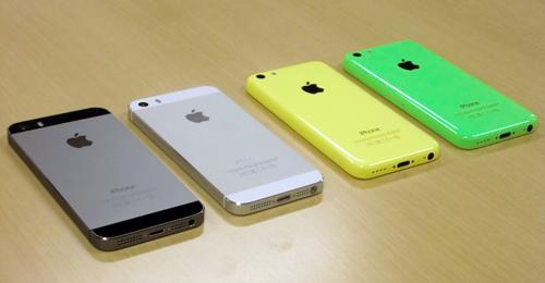 iPhone 5s(スペースグレイ、シルバー)とiPhone 5c(イエロー、グリーン)