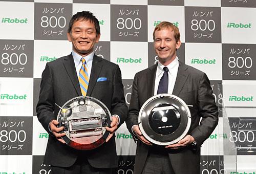 セールス・オンデマンドの室崎肇社長とアイロボットのコリン・アングルCEO