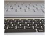 上が旧MacBook、下が新MacBook、中央部がくぼんだ微妙なカーブを描いている
