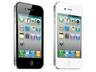 iPhone 4(左からブラック、未発売のホワイト)。2011年1月は16GBモデルのほうが多く売れた
