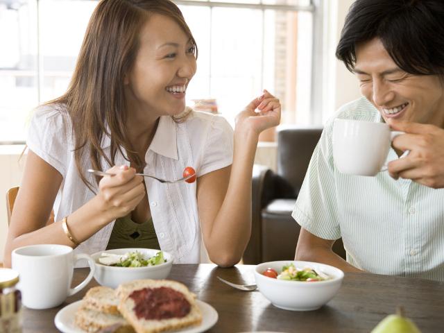 """食事中の「3つの言葉」で愛される人になる""""脳ダマ術"""""""