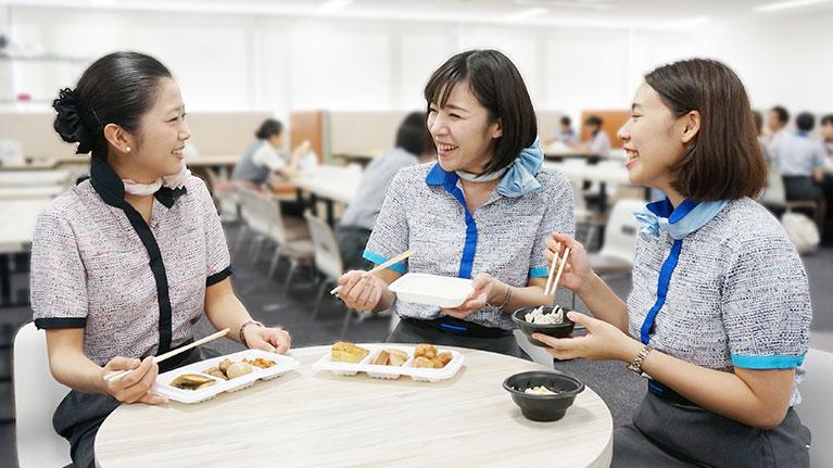 食事を囲んで、コミュニケーション活性化にも。