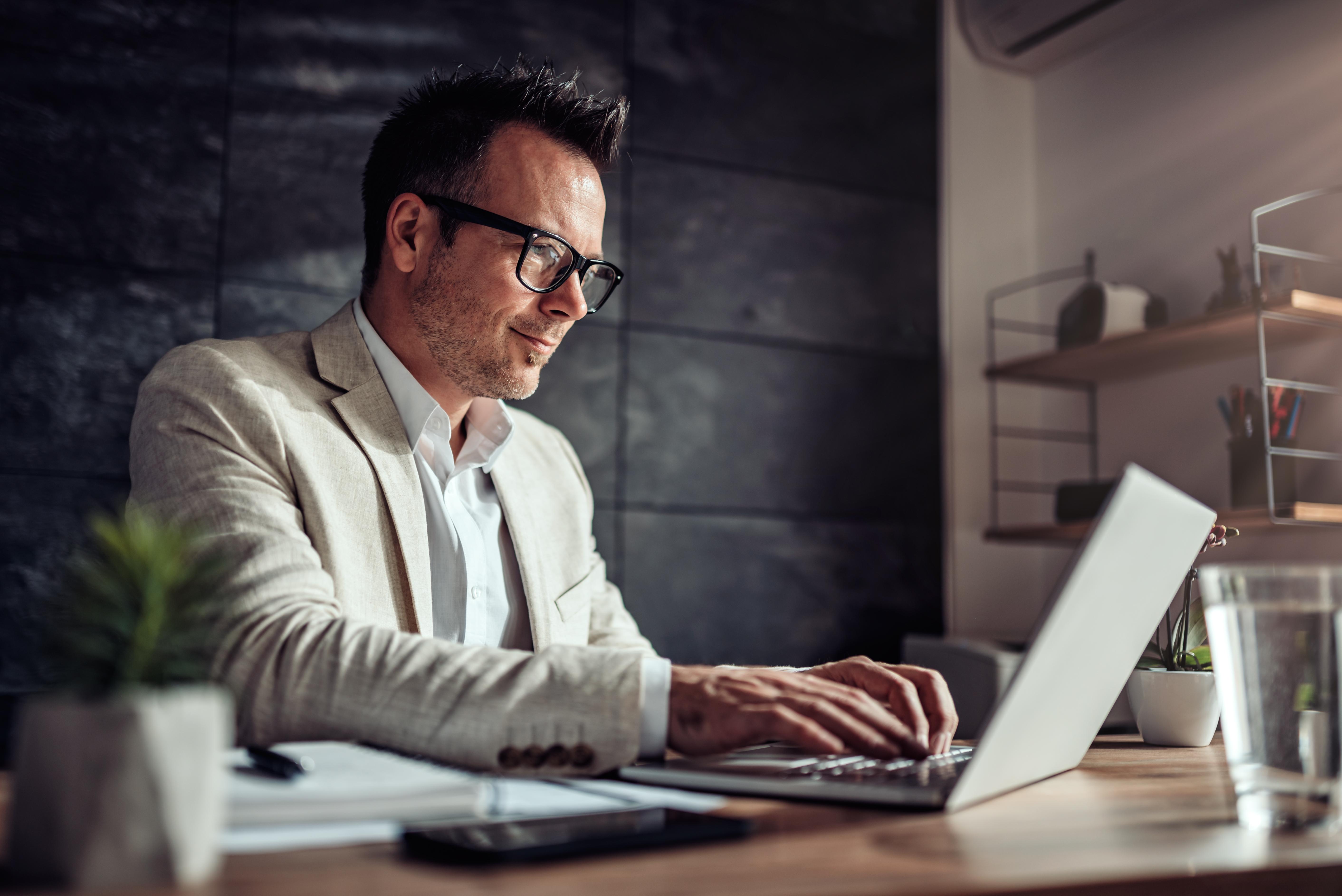 これまで手作業で行っていた煩雑な請求書の処理業務の改善、申請から承認までのリードタイム短縮、未払 金や処理すべき請求書処理などの見える化を実現し、ガバナンス強化の支援につなげます。
