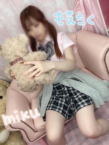 「(☕️)ぱくっ」11/24(火) 19:37 | みく☆愛嬌最強♡感度抜群すぎ☆の写メ・風俗動画