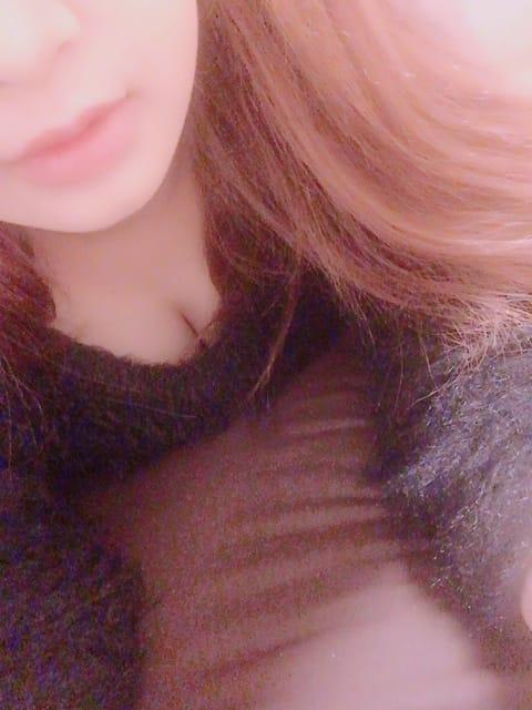 「出勤します(^ν^)」11/24(金) 17:37 | 加藤 夏希の写メ・風俗動画