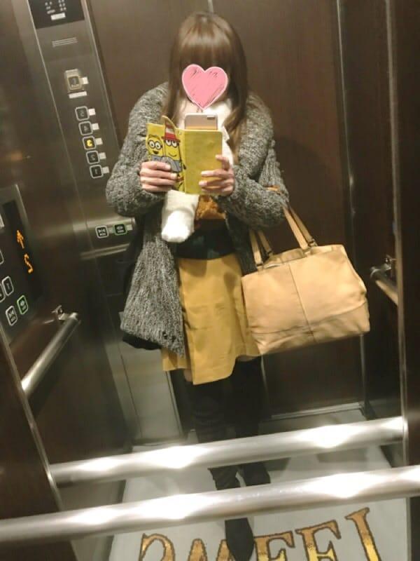 「寒いけど届けてあげなきゃ…やーーーん!」01/12(金) 04:52 | あみ【~人妻の都~】の写メ・風俗動画