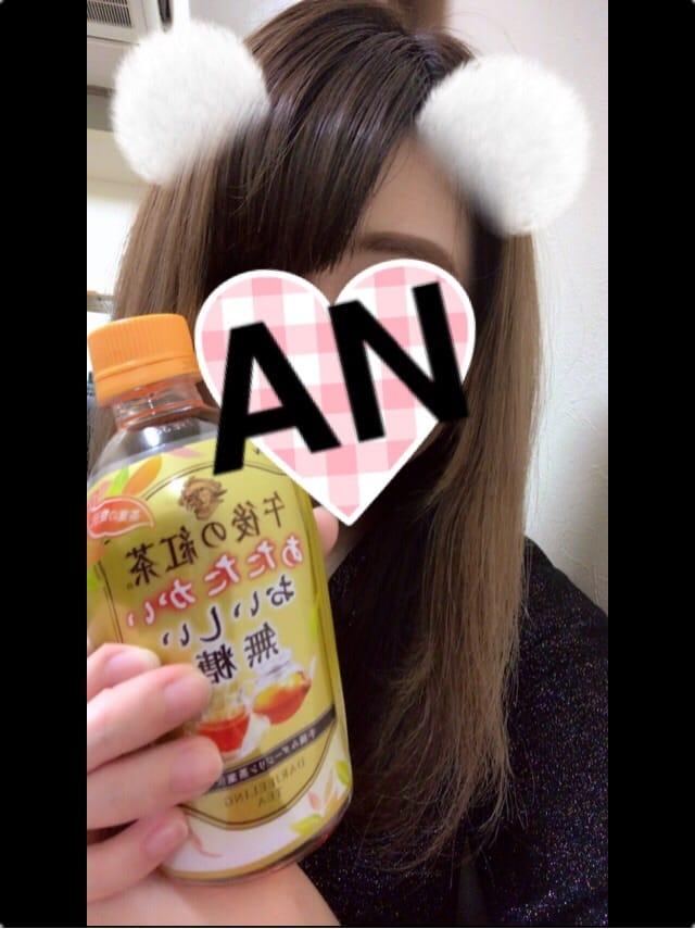 あん「やっほーぃ(ノ´³`)ノ♡」01/18(木) 19:06   あんの写メ・風俗動画