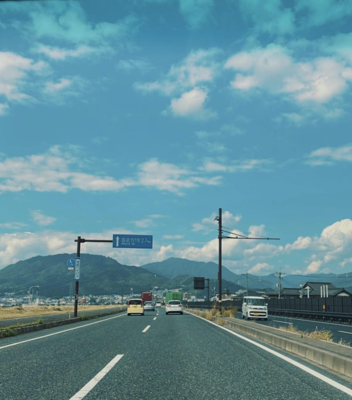 める「出勤中〜·͜·」10/09(土) 20:30 | めるの写メ