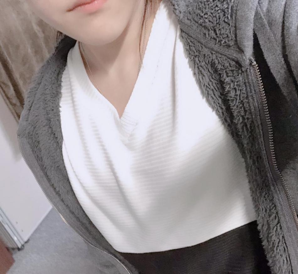 エミリ「こんばんは!エミリです(*´ω`*)」05/18(金) 22:21 | エミリの写メ・風俗動画