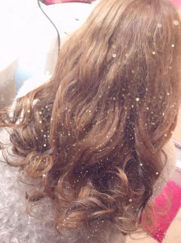 「巻き巻き髪の毛」06/15(金) 04:03   白川 みなとの写メ・風俗動画