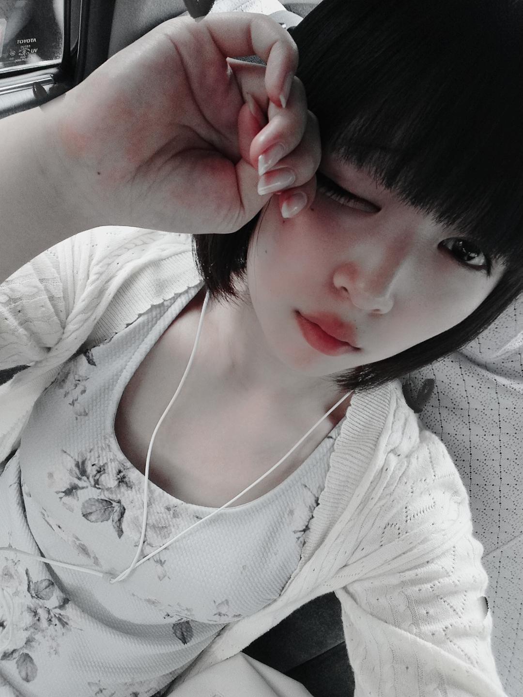真白ミルク「出勤しましたー」08/19(日) 17:45   真白ミルクの写メ・風俗動画