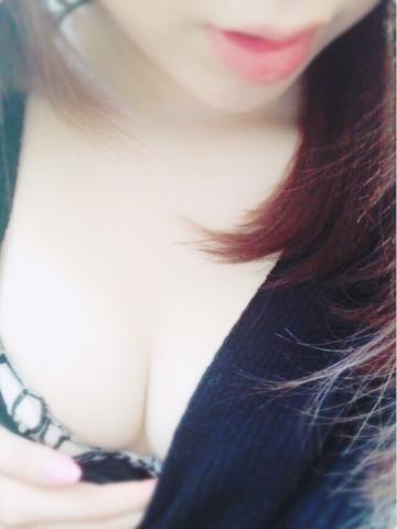 「出勤してますっ☆待ってるね。」10/05(金) 14:05   莉伊奈(りいな)の写メ・風俗動画