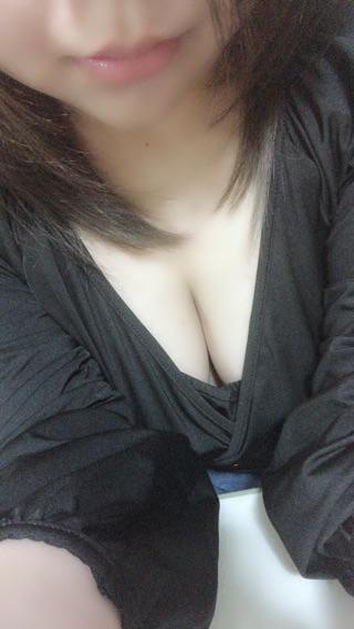 「出勤してますよ(  ' ³ '  )」10/17(水) 23:45 | 真希★☆上玉の素人娘の写メ・風俗動画