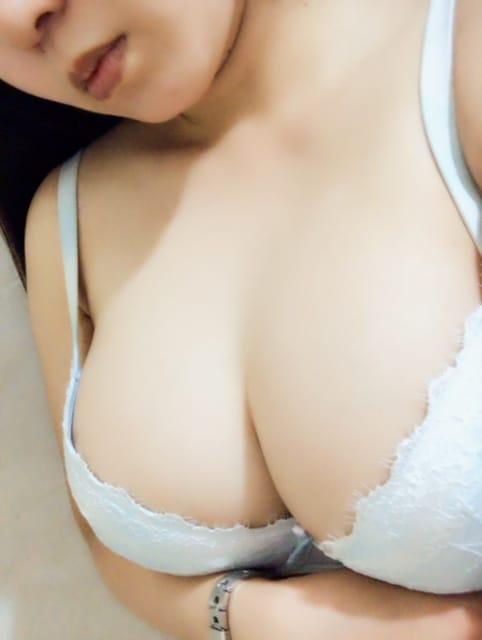 「今日は出勤します(*´∀`)」05/19(金) 06:56 | めぐの写メ・風俗動画