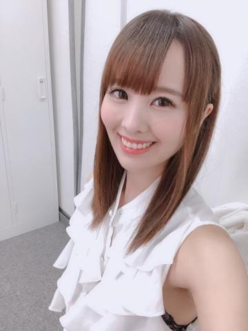 「携帯…?」08/16(金) 13:45   綾音うたの写メ・風俗動画