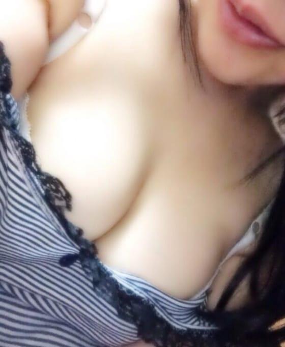 ひな「ミニサラダを食べて元気いっぱい」09/21(木) 16:29   ひなの写メ・風俗動画