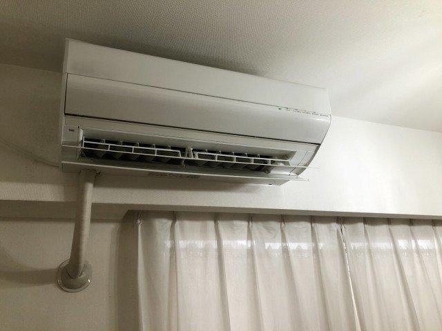 稼働中のエアコン