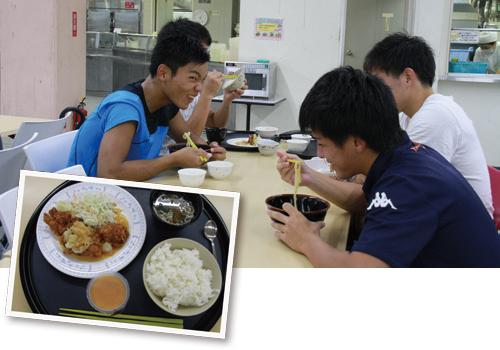 練習後は学食を利用することが多い
