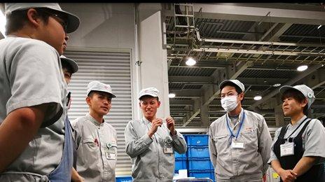 シニア(中高年)活躍中・きれいな新設倉庫でのフォークリフト作業
