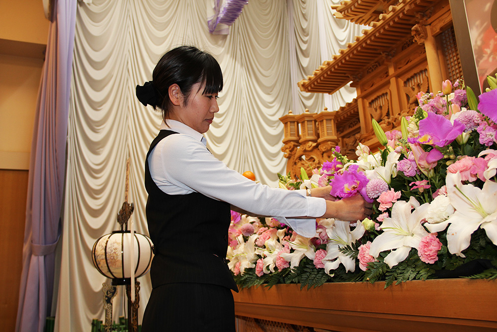 年収450万以上可能!未経験から始める葬祭ディレクター
