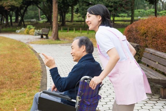 老人保健施設での介護スタッフ
