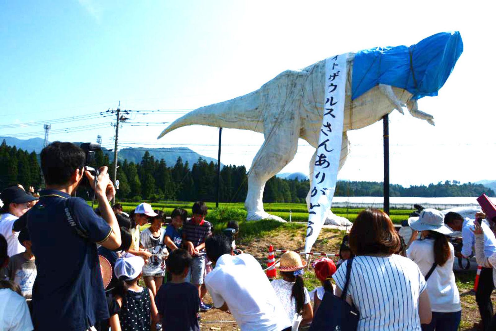 多くの人が別れを惜しんだ「ホワイトザウルスお別れ会」(写真提供: 勝山市)