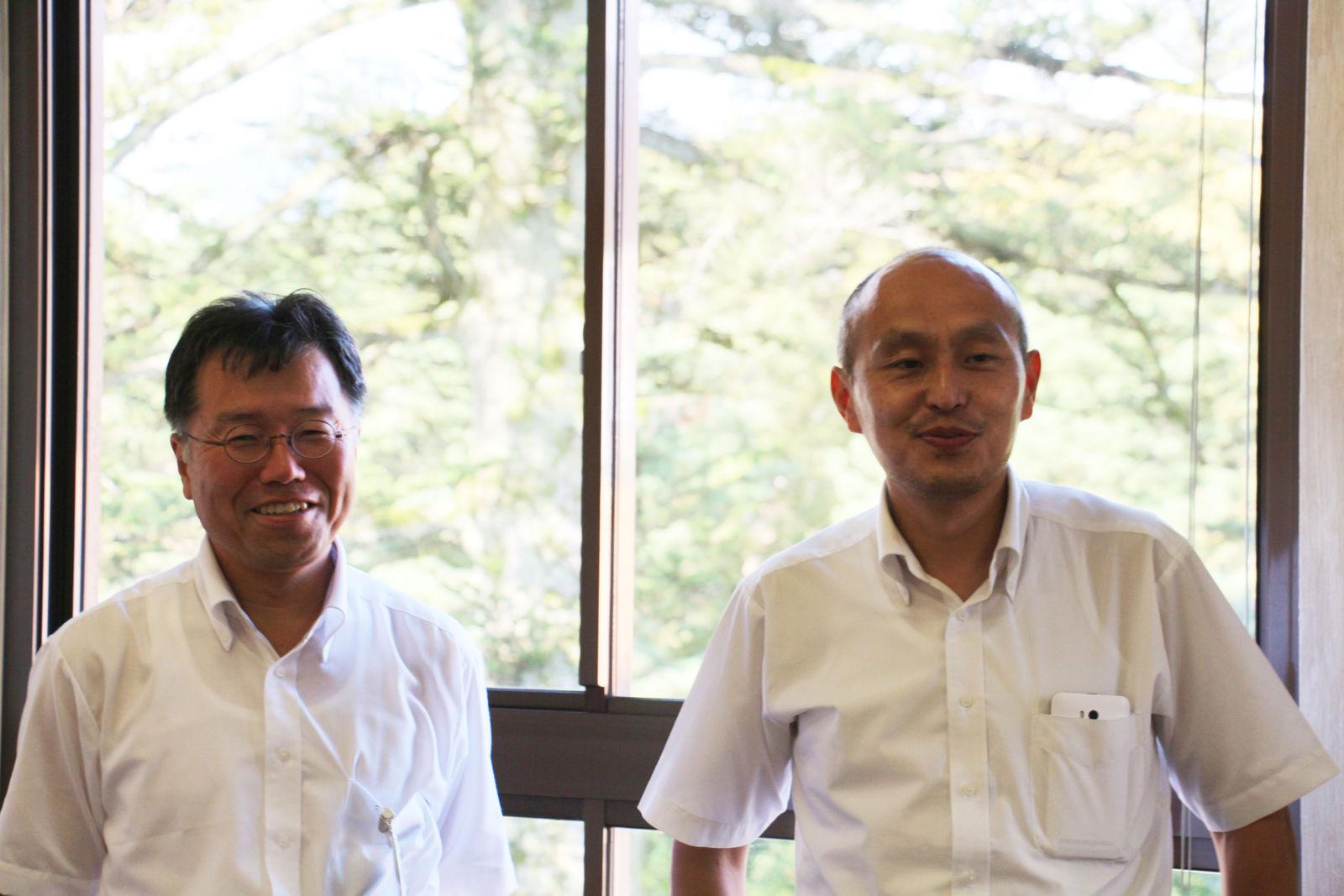 勝山市商工観光部観光政策課長 山岸善太郎さん(左)、同観光振興グループの深見正樹さん(右)
