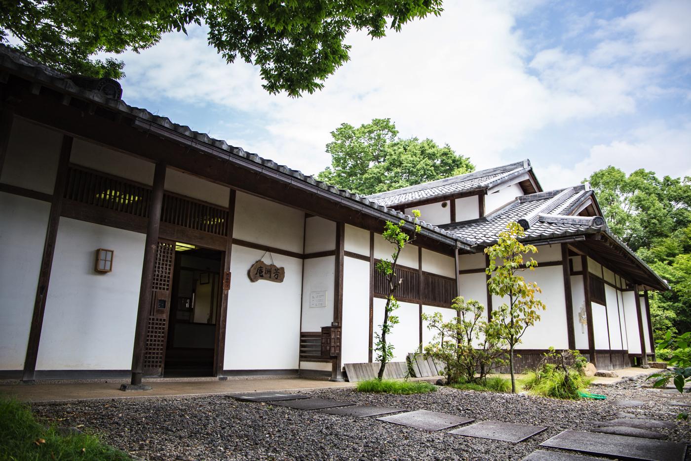 芳洲の生家跡とされる場所に建てられている雨森芳洲庵。芳洲関連の300点を超える貴重な資料が収蔵されています