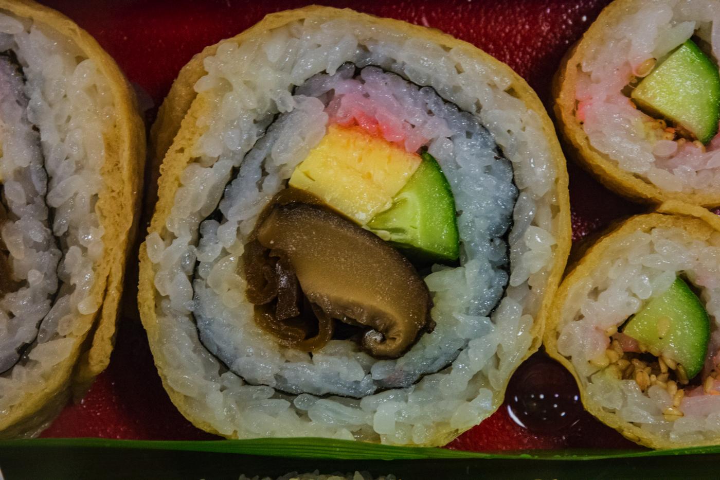 日経PR「お弁当・お惣菜大賞2015」で優秀賞に選ばれた『南関あげ巻き寿司』