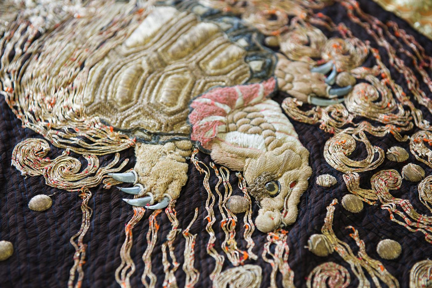 刺繍をできる伝統工芸士も減少しています。高齢化や後継者不足による職人減少の問題は、八代だけではなく祇園なども含め全国的に抱えている問題です