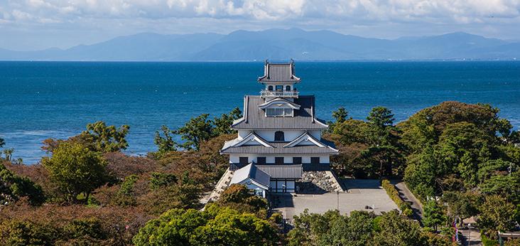 琵琶湖を望む長浜城