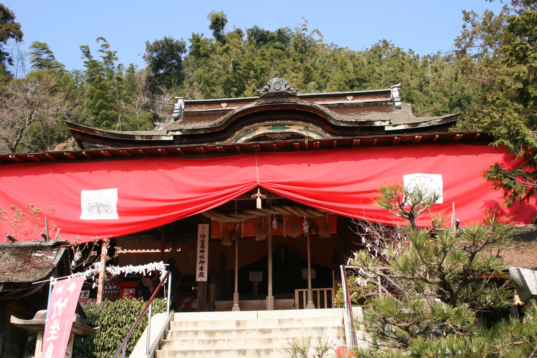竹生島にある国宝「都久夫須麻神社本殿」