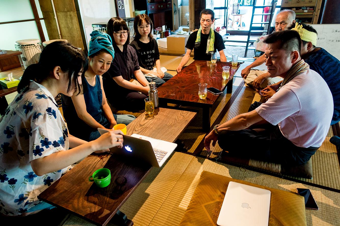 企画会議の様子。写真だけでも個性的なメンバーだということが伝わってきます。本番では、それぞれの魅力が爆発していました。