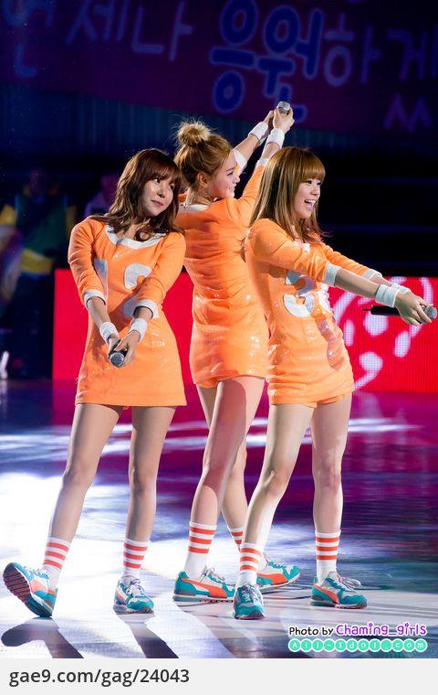 12/12/16 SHARE THE DREAM FOOTBALL MATCH 2012 축하공연 - 오렌지캬라멜 By. @Charming_girls_