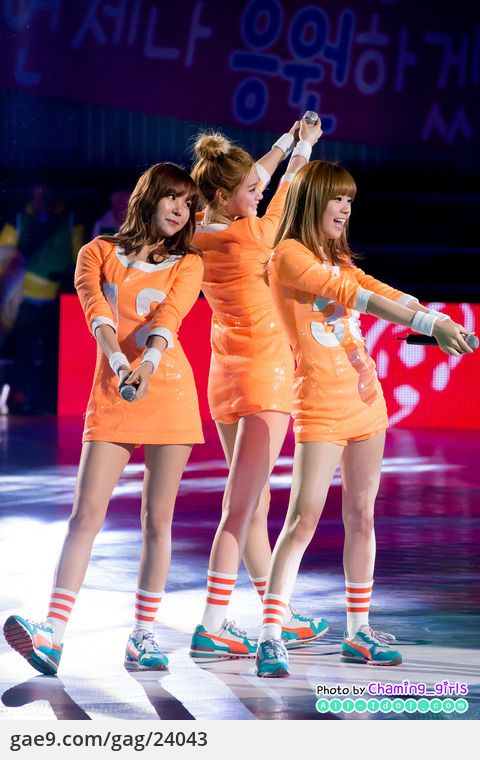 12/12/16 SHARE THE DREAM FOOTBALL MATCH 2012 축하공연 - 오렌지캬라멜 By. @Charming_girls_