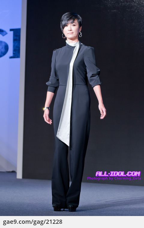 12/11/13 IRIS 2 Showcase-리츠칼튼호텔 By. @Charming_girls_