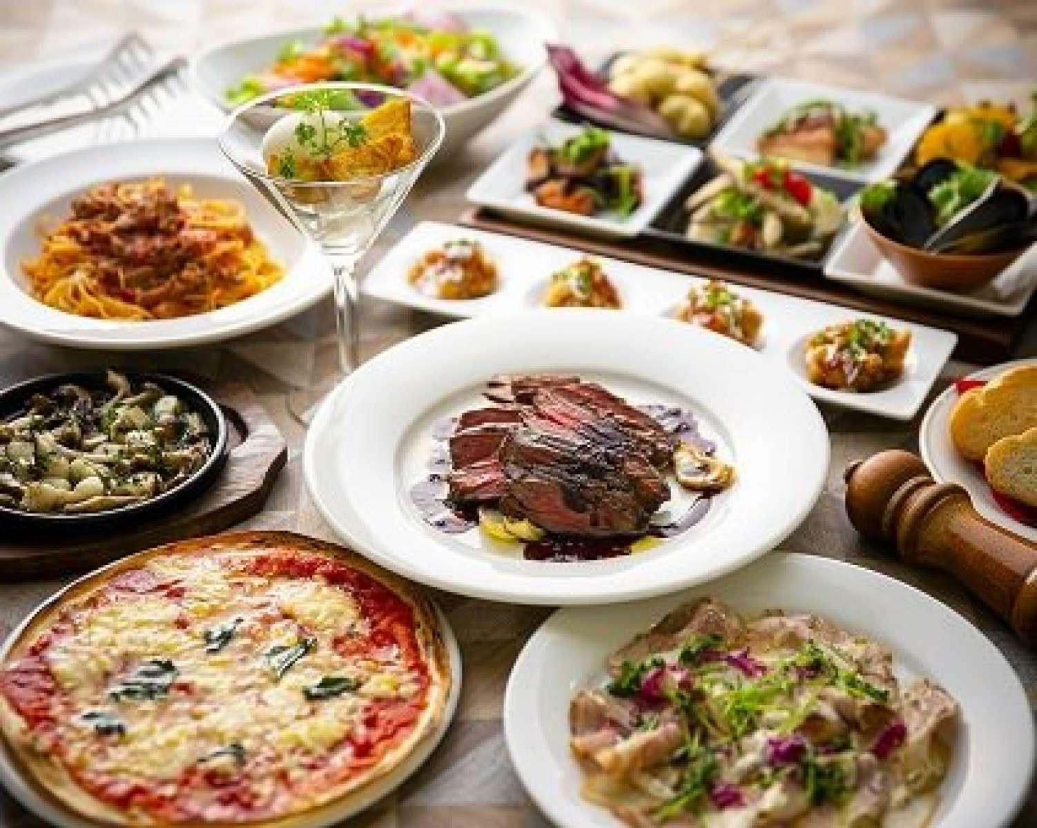 イタリアンを軸に色んなシーンに対応 ミシュラン2年連続掲載暦を持つイタリアンシェフが腕を振るいます! 毎日市場にて目利きをし、旬かつ良い状態のものだけを仕入れ。そのためディナーメニューは日替わりです。 毎日来て頂いても飽きることのない、当店自慢のイタリア料理をぜひお試しください
