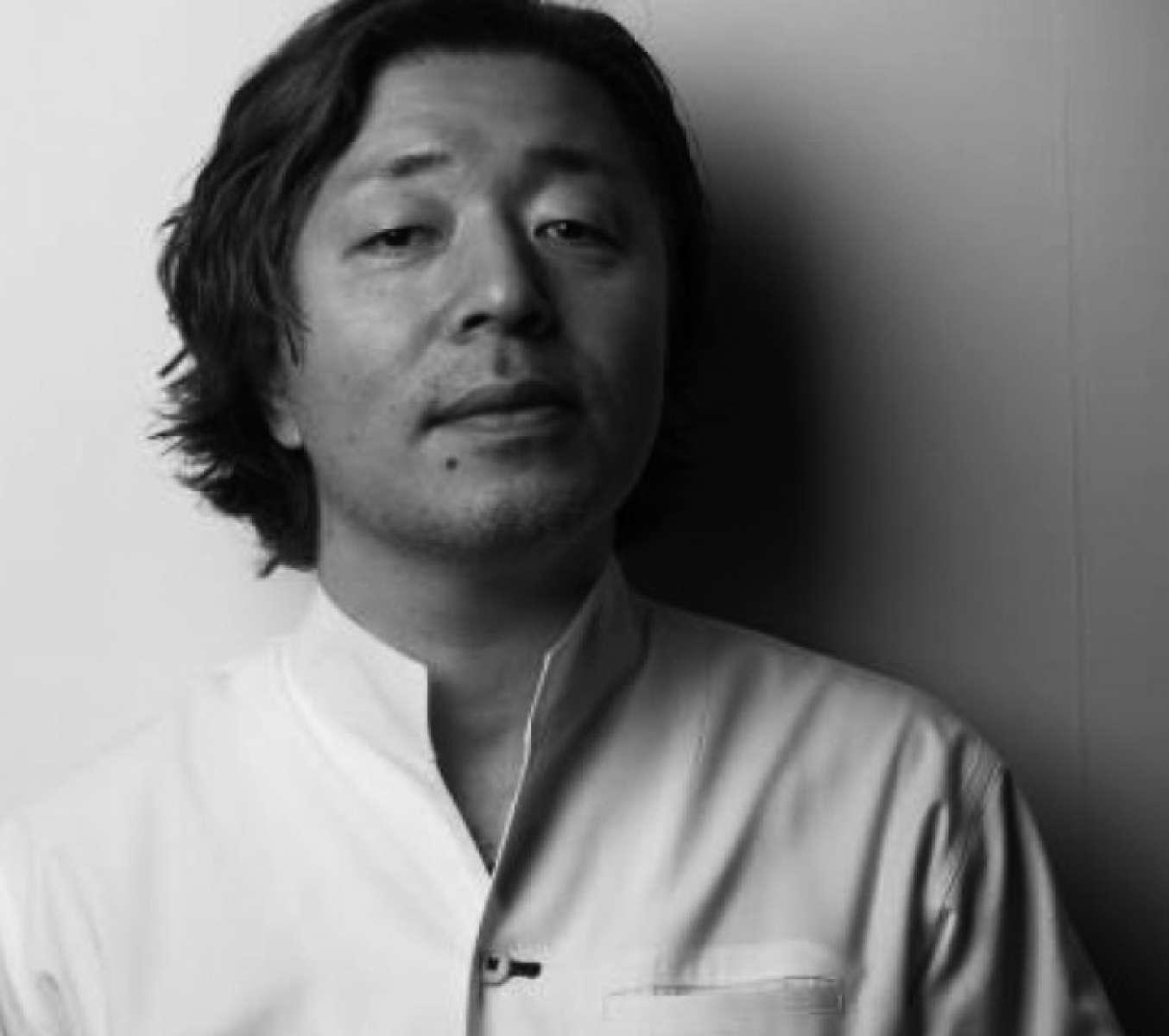 和魂洋才、あえて枠を設けず、自由な慣性で創造される料理で、ゲストをもてなすシェフ・米村氏。 その独創的なスタイルは「よねむら流」とも称される。