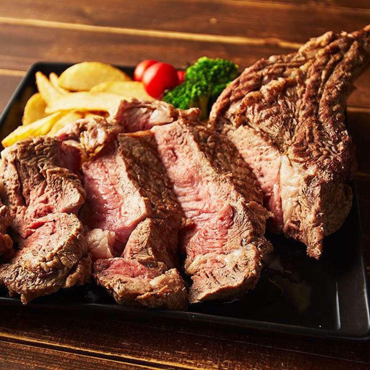 FIVEで食らう肉!ローストビーフや肉前菜、多彩な部位のステーキなど肉尽くしで至福の時間を!