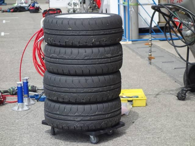 引っ張り タイヤ 空気圧