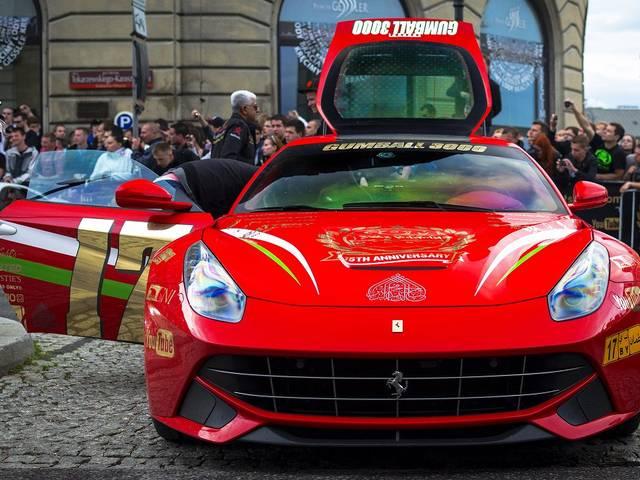 フェラーリ最強のV12エンジンモデル、F12ベルリネッタの魅力を再確認