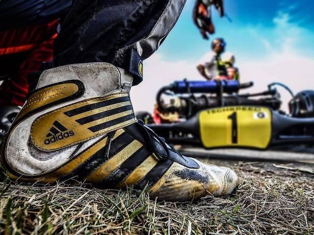 adidasのモータースポーツ用品輸入取り扱いブランド「a-unit」が登場