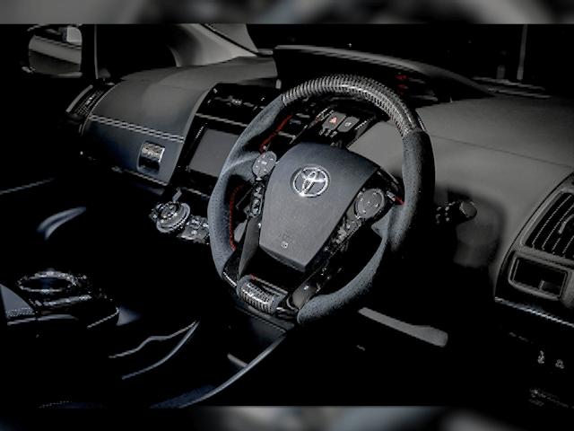 ハイブリッドカーをスポーティに!トヨタ30プリウスにつけたいハンドル特集